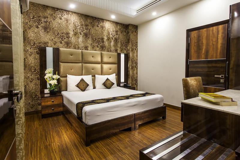 Hotel tips delhi