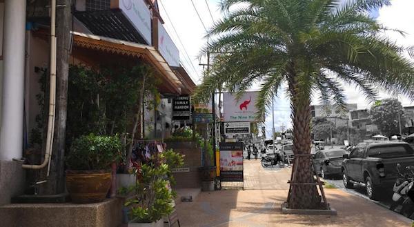 Voorzijde The Nine Ao Nang hotel