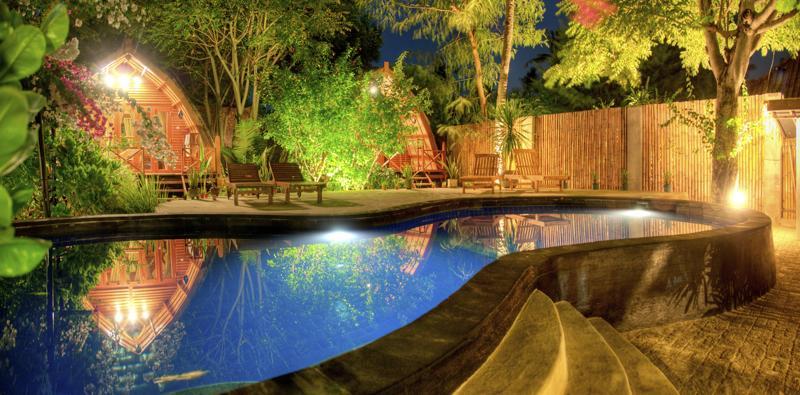 Rondreis indonesi zelf regelen tips route budget hotels en vlucht - Manta dive gili air resort ...