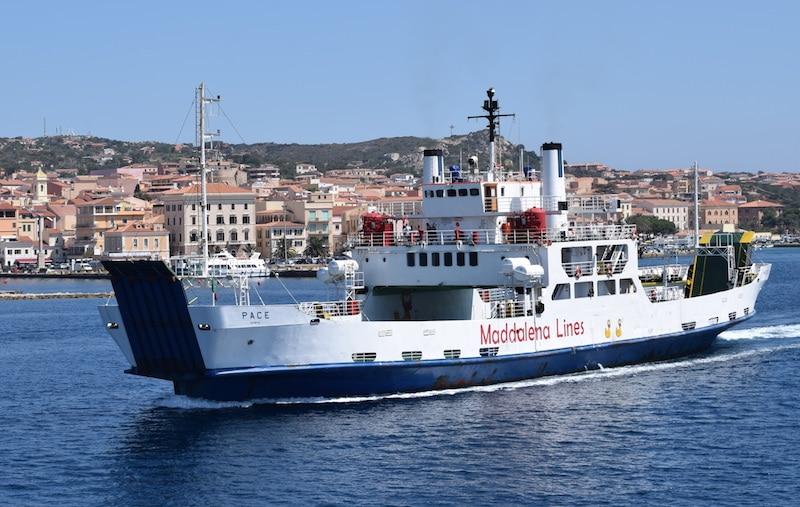 boot naar La Maddalena