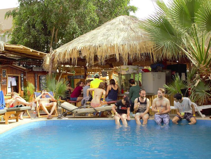 Hostel Bananas adventure huacachina