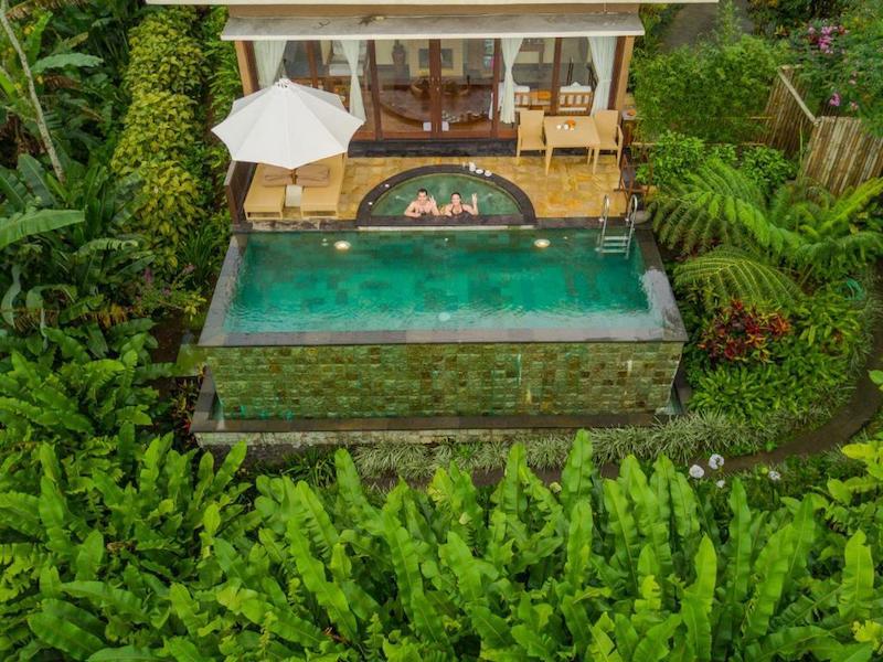 Munduk infinity pool villa bali