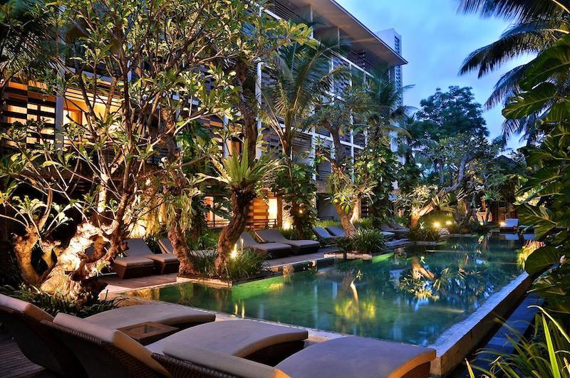 Seminyak infinity pool hotels