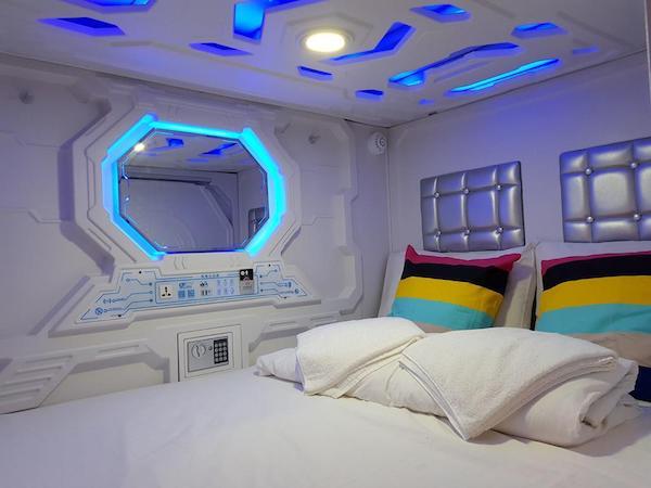 capsule hotel singapore