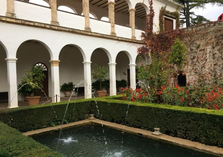 Granada Alhambra tuin paleis binnenplaats