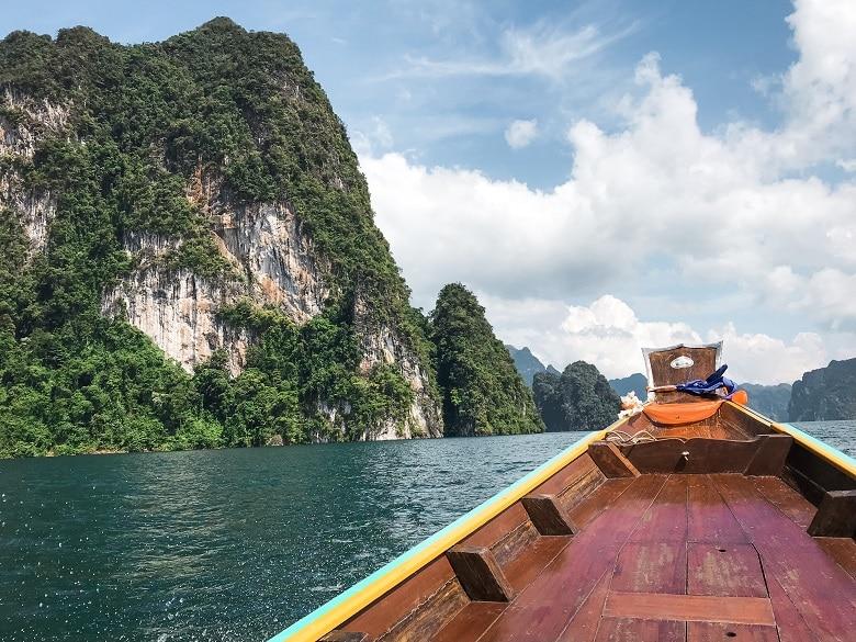 Kalksteen kliffen Khao Sok longtailboot