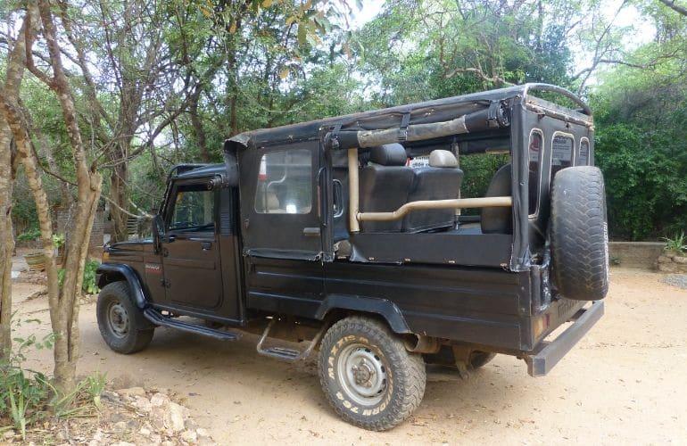 Jeep Safari Lakpura