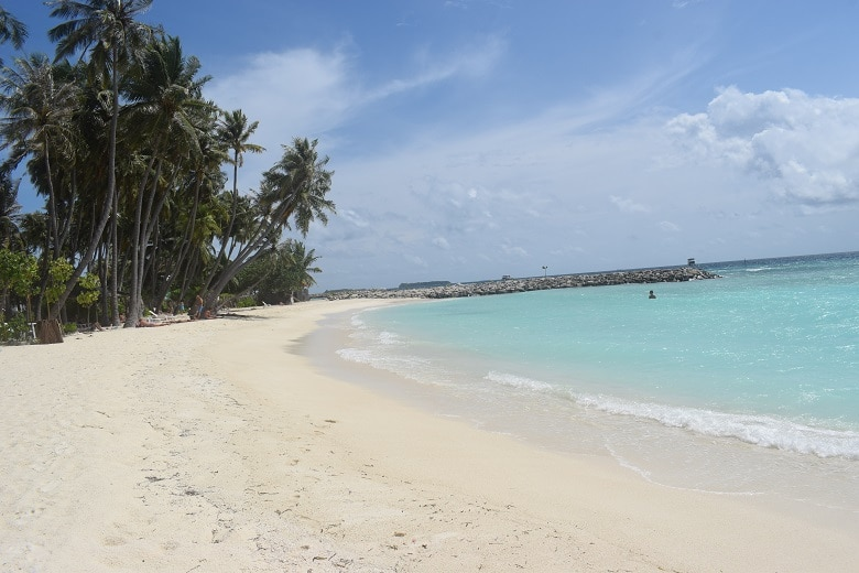 Stranden Maafushi budget eiland Malediven