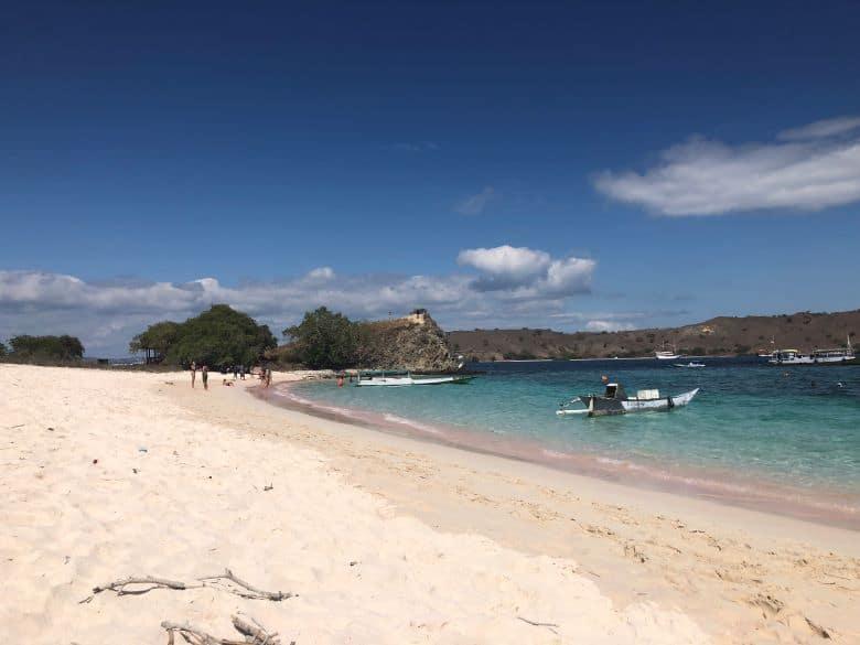 pink beach komodo national park bezoeken tips