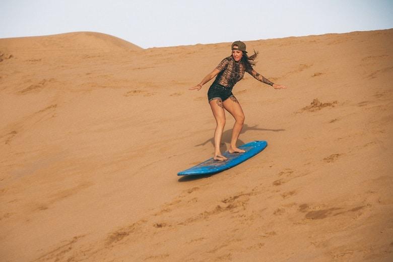 sandboarden in de small sahara marokko