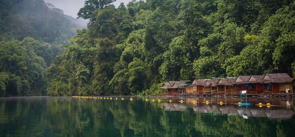 overnachten op het meer khao sok national park