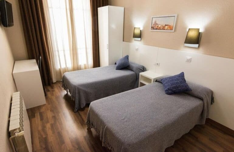 hostels in barcelona tips