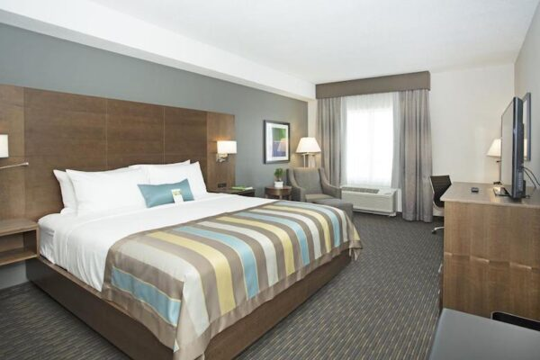 Calgary airport hotel tip