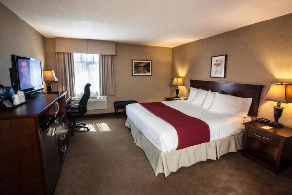hotel tips revelstoke