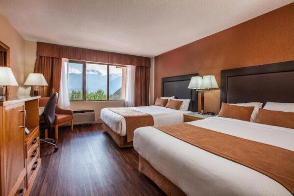 revelstoke hotel tips