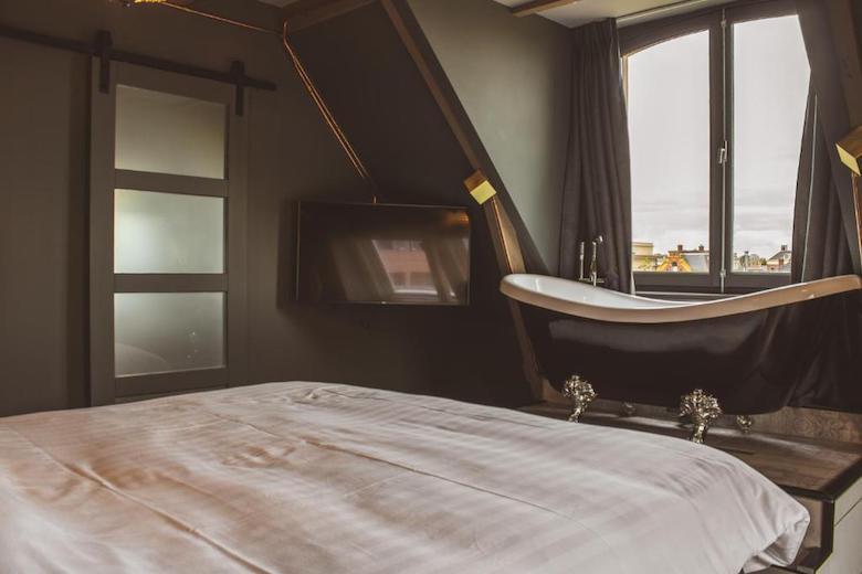 Leeuwarden hotelkamer met bad