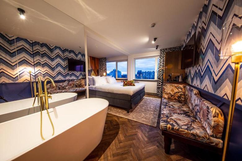 luxe hotelkamer met bad