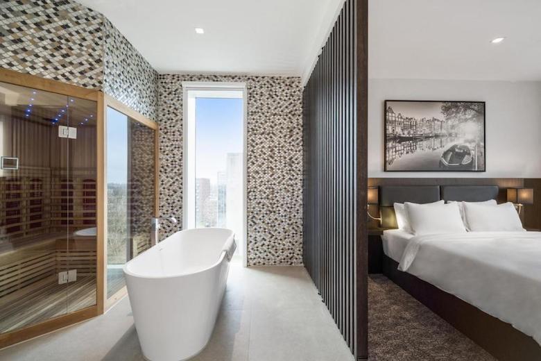 prive sauna in suite hotel