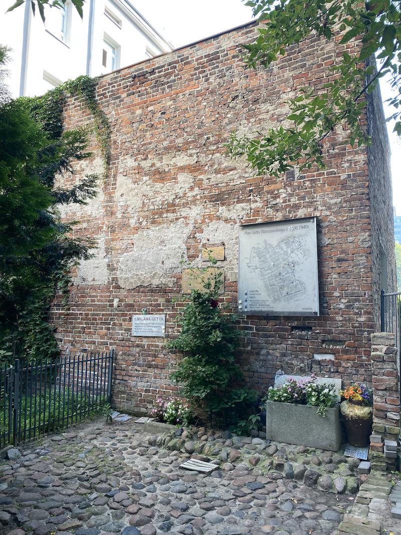 Warschau street monument